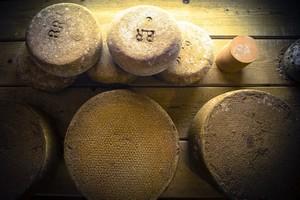le-beurre-bordier-savoir-faire-fromages-la-mise-en-cave